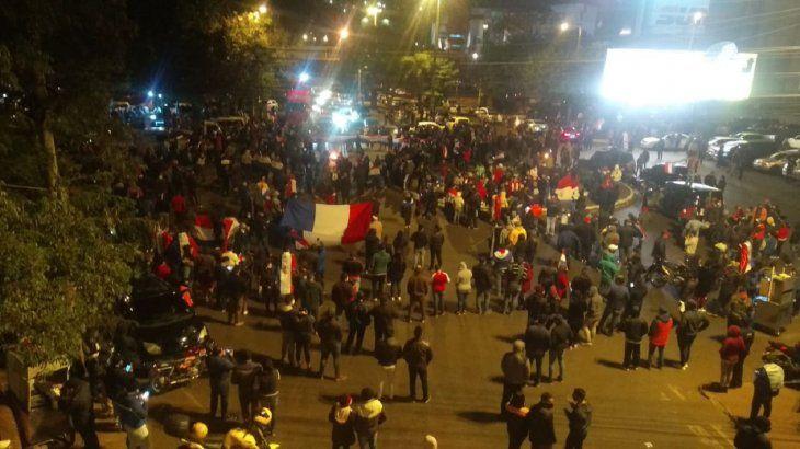Masiva manifestación en Ciudad del Este tras el anuncio del retorno a la cuarentena total.