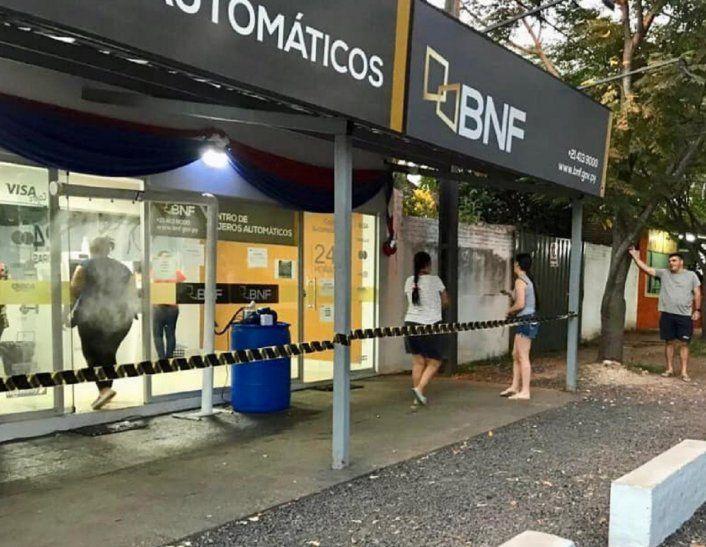 El Banco Nacional de Fomento (BNF) dispuso el cierre temporal de su sucursal de Pedro Juan Caballero hasta nuevo aviso.