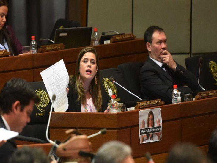Pronunciamiento. Kattya González encabeza el proyecto para exigir a Salud una salida.