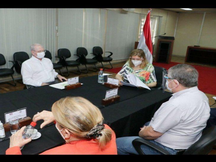 Reunión. Titulares de los gremios y la fiscala Quiñónez.