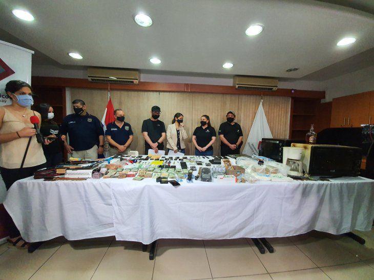 Se realizó una exposición de todos los elementos requisados en el penal de Tacumbú.