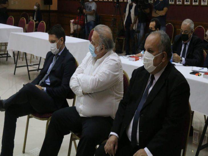Audios del JEM. El ex senador Óscar González Daher junto a sus defensores. Atrás