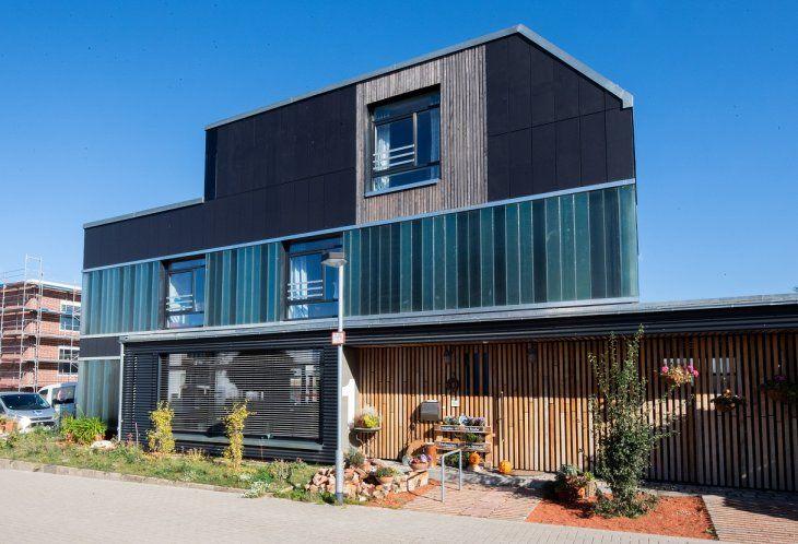 Más de la mitad de los materiales de esta casa son reciclados. Foto: Julian Stratenschulte/dpa