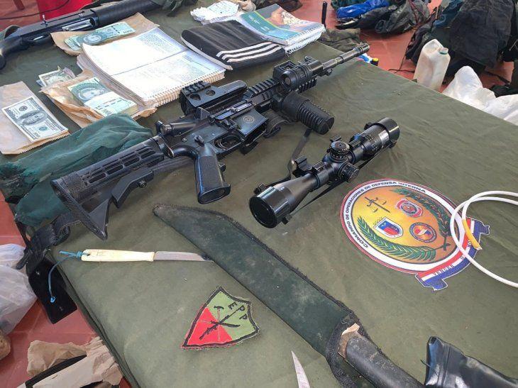 Algunas de las evidencias encontradas tras el enfrentamiento con el Ejército del Pueblo Paraguayo (EPP).