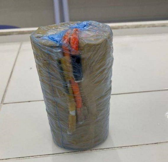 Uno de los artefactos explosivos encontrados en poder de los tres abatidos del EPP.