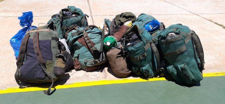Un total de seis mochilas fueron encontradas en poder de los abatidos.