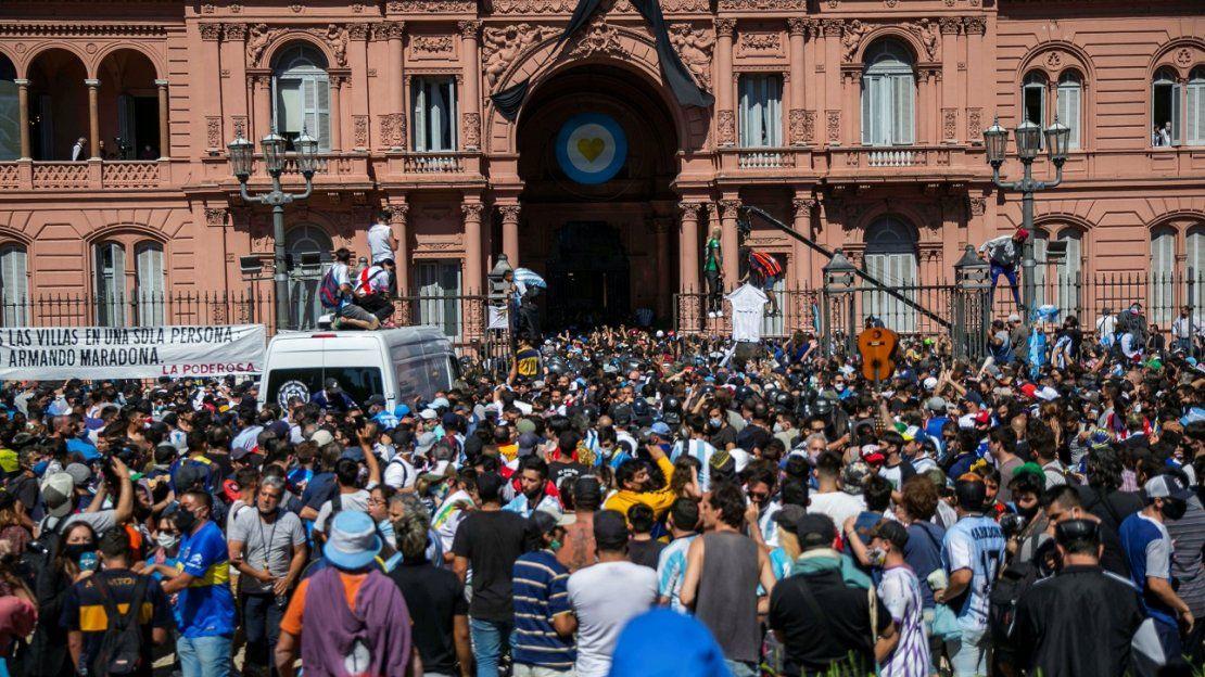 Una multitud despide a Diego Armando Maradona en Argentina