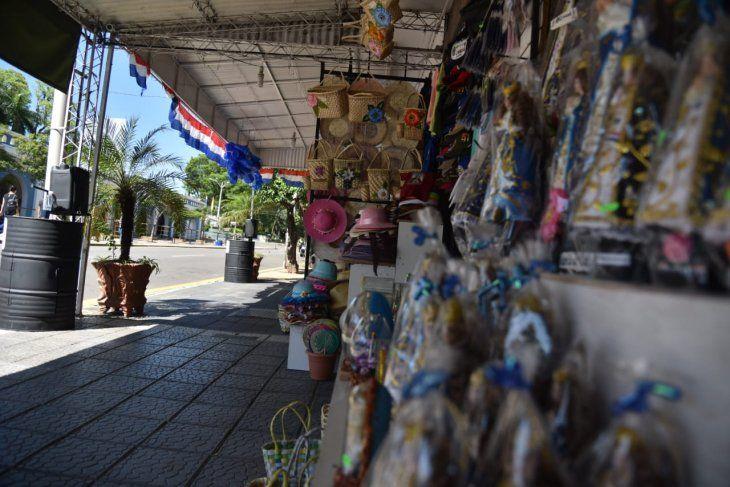<p>Los comercios sufren ante las pocas visitas al templo.</p>