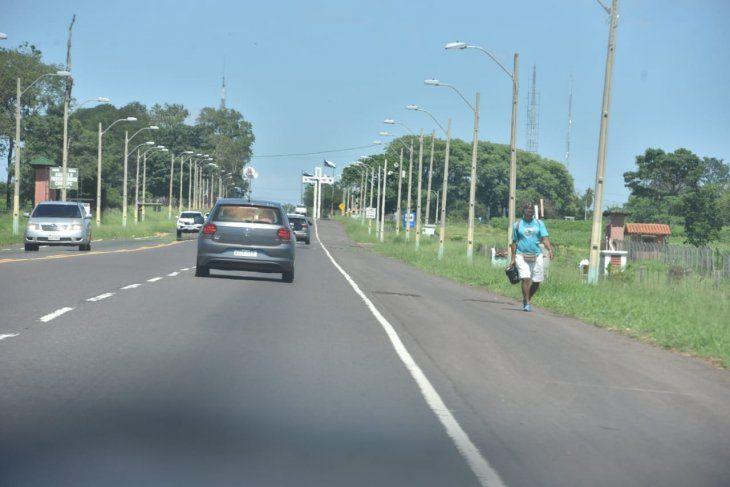 <p>Algunos peregrinantes llegan a la ciudad de Caacupé.</p>