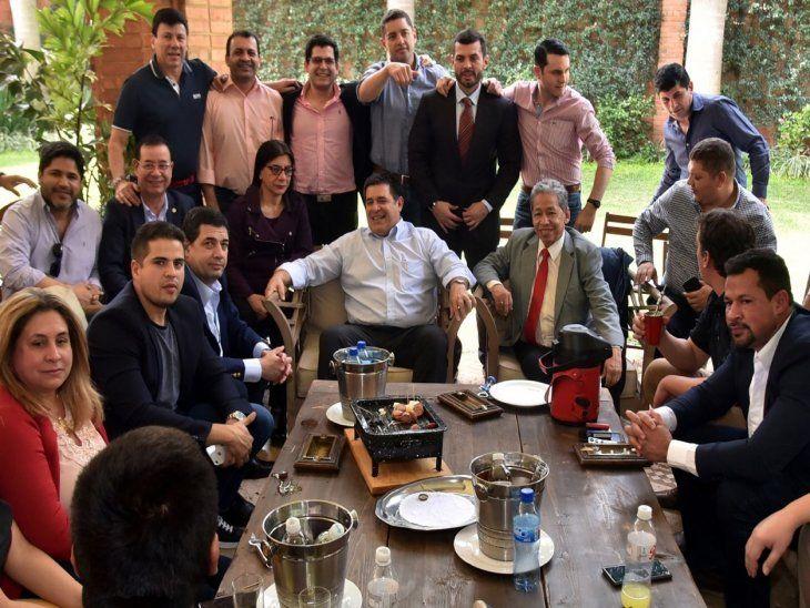 Con Cartes. Cartistas y oficialistas en una reunión con el ex presidente  el año pasado.