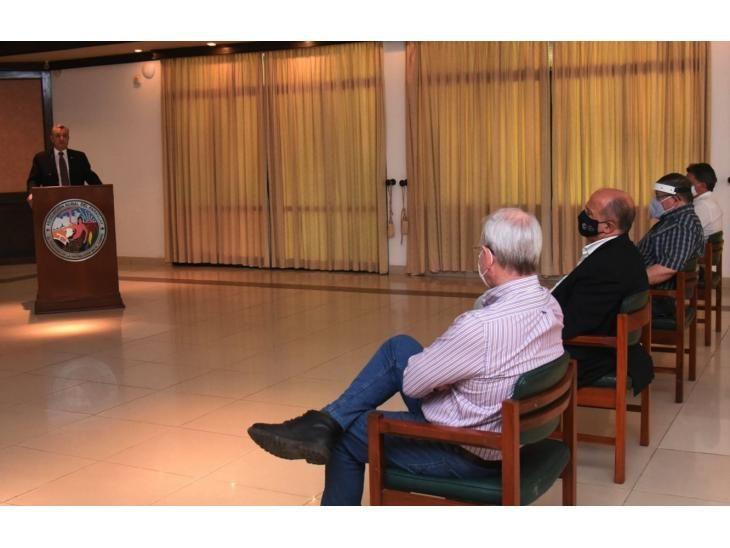 Explicación. Villamayor expone ante los gremios sobre la  negociación de la deuda a PDVSA.
