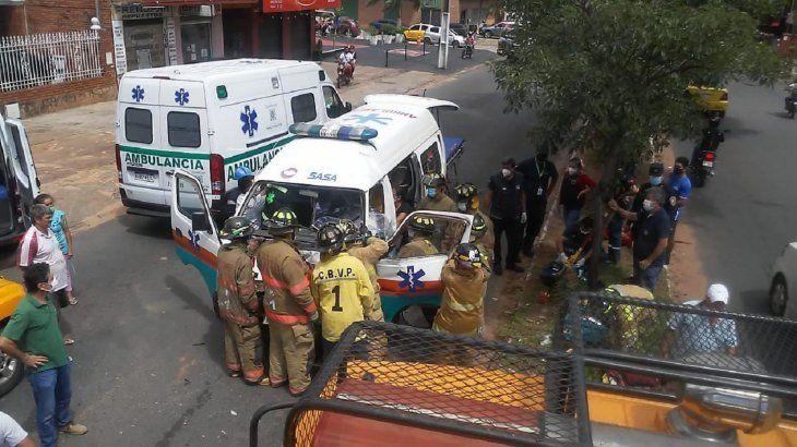 El cuádruple choque de vehículos se registró alrededor de las 11.00 de este sábado