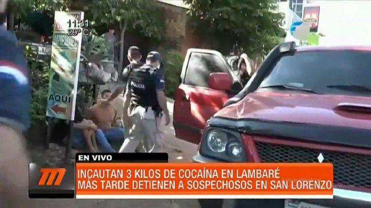 El subcomisario apareció en el lugar que iba a ser detenido un supuesto distribuidor de cocaína.