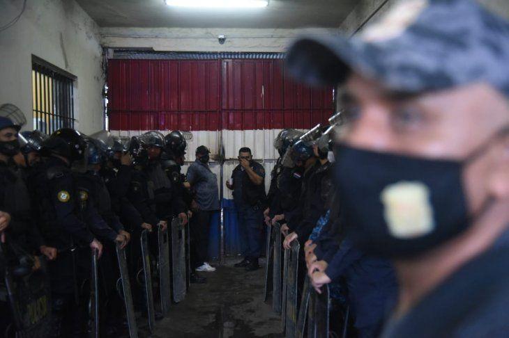 El despliegue de las fuerzas de seguridad durante el motín en la Penitenciaría Nacional de Tacumbú