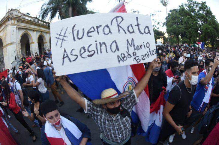 Los manifestantes pidieron la renuncia del presidente Mario Abdo Benítez.