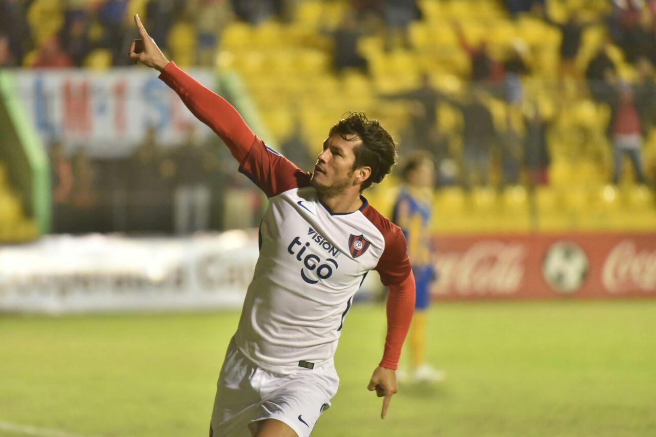 Nelson Haedo celebra la primera anotación de la Copa Paraguay. Foto: Dardo Ramírez