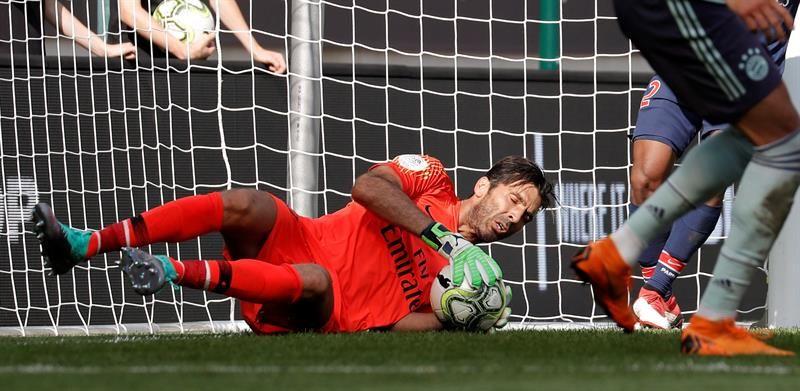 Gianluigi Buffon no pudo evitar la caída del PSG ante el Bayern. Foto: EFE