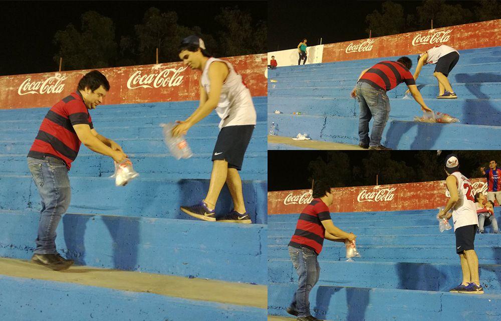 Los hinchas recogen los residuos tras el juego con Independiente. Foto: Gentileza