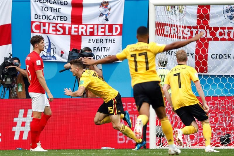 Jugadores de Bélgica celebran la anotación frente a Inglaterra. Foto: EFE