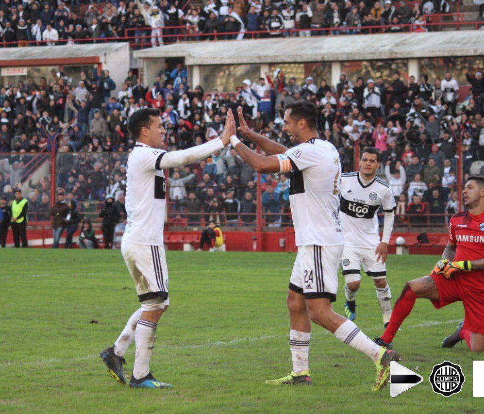 Santa Cruz y Camacho fueron los goleadores en Argentina. Foto: Prensa – Olimpia