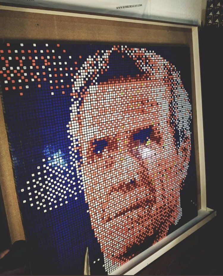 El Maestro en cubos de Rubik. Foto: Gentileza