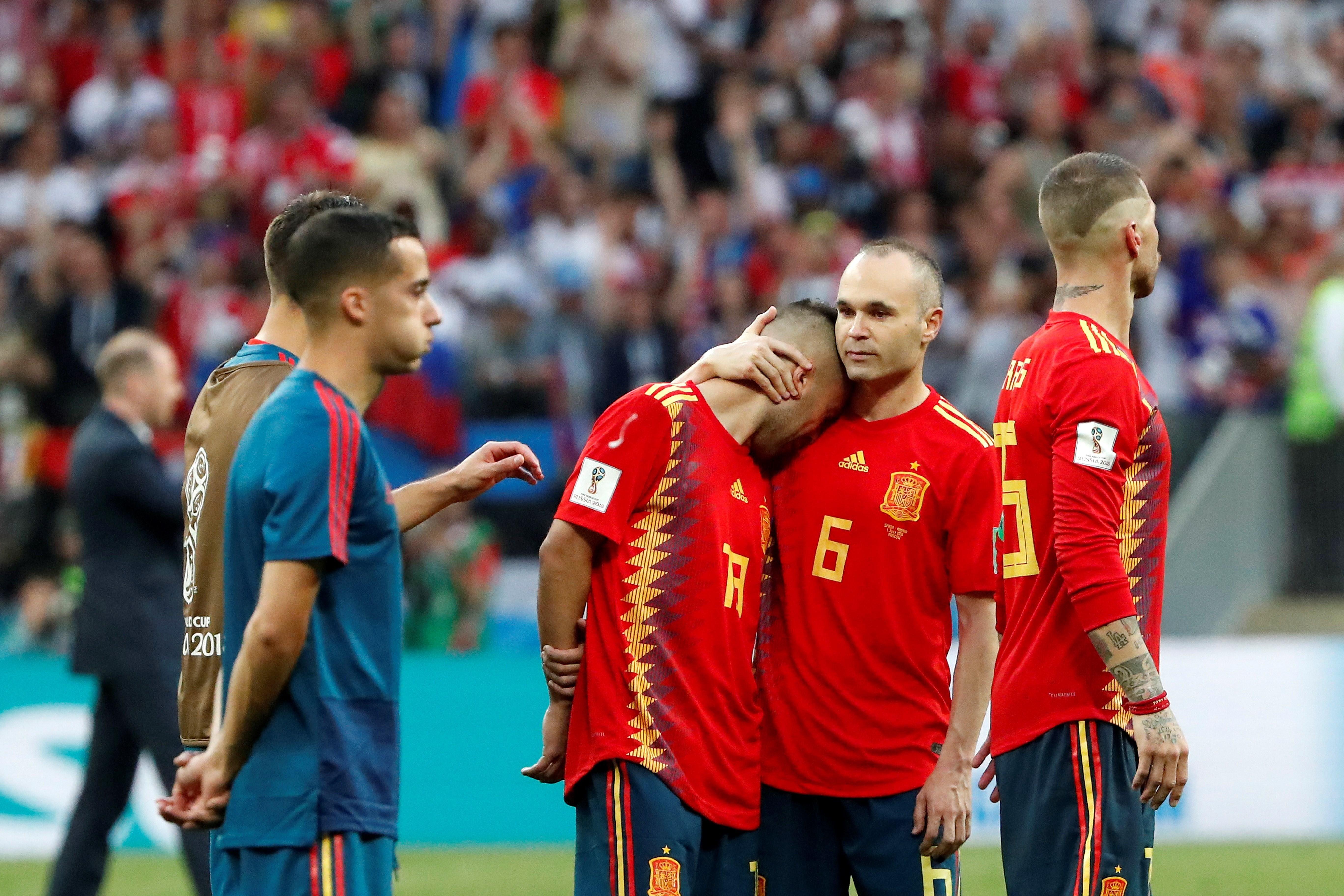 Jugadores españoles reaccionan tras el partido España-Rusia. Foto: EFE
