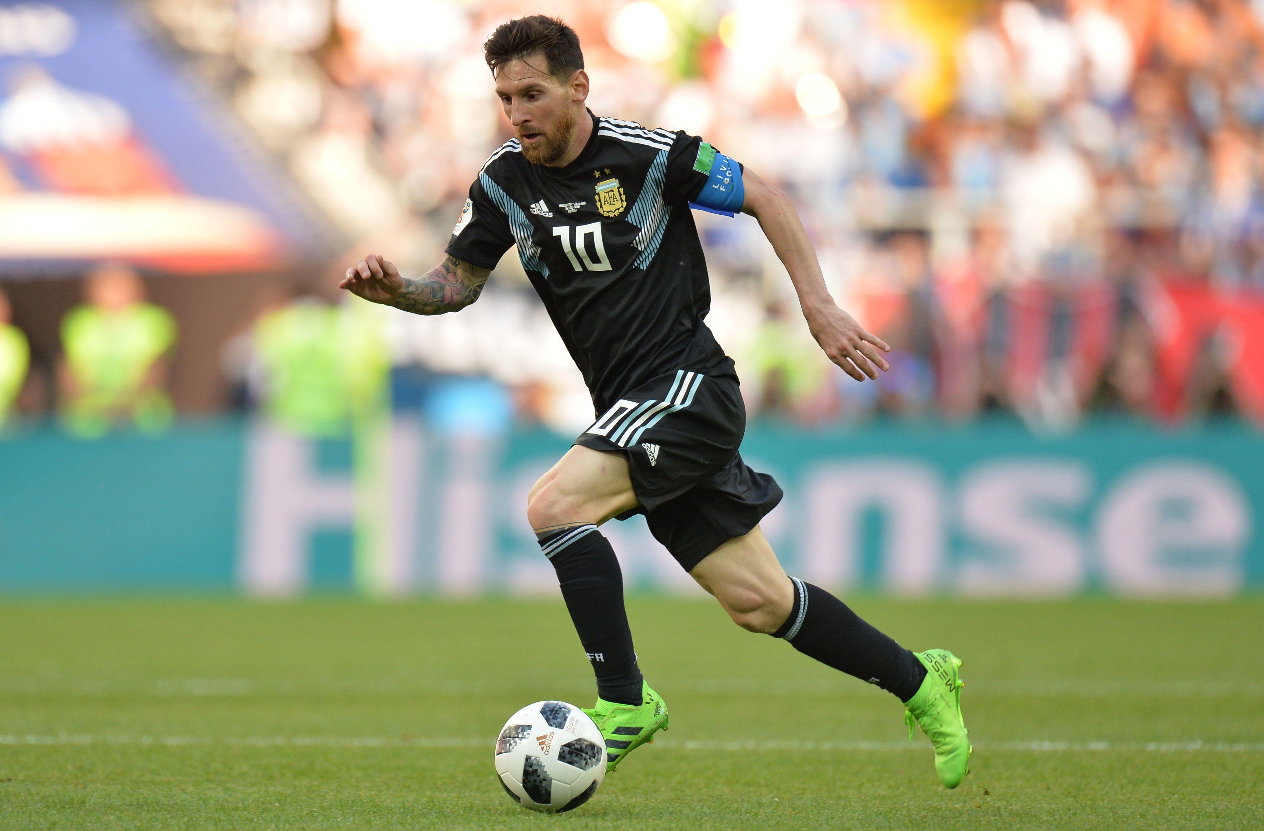 Lionel Messi carga con la responsabilidad de su selección. Foto: EFE