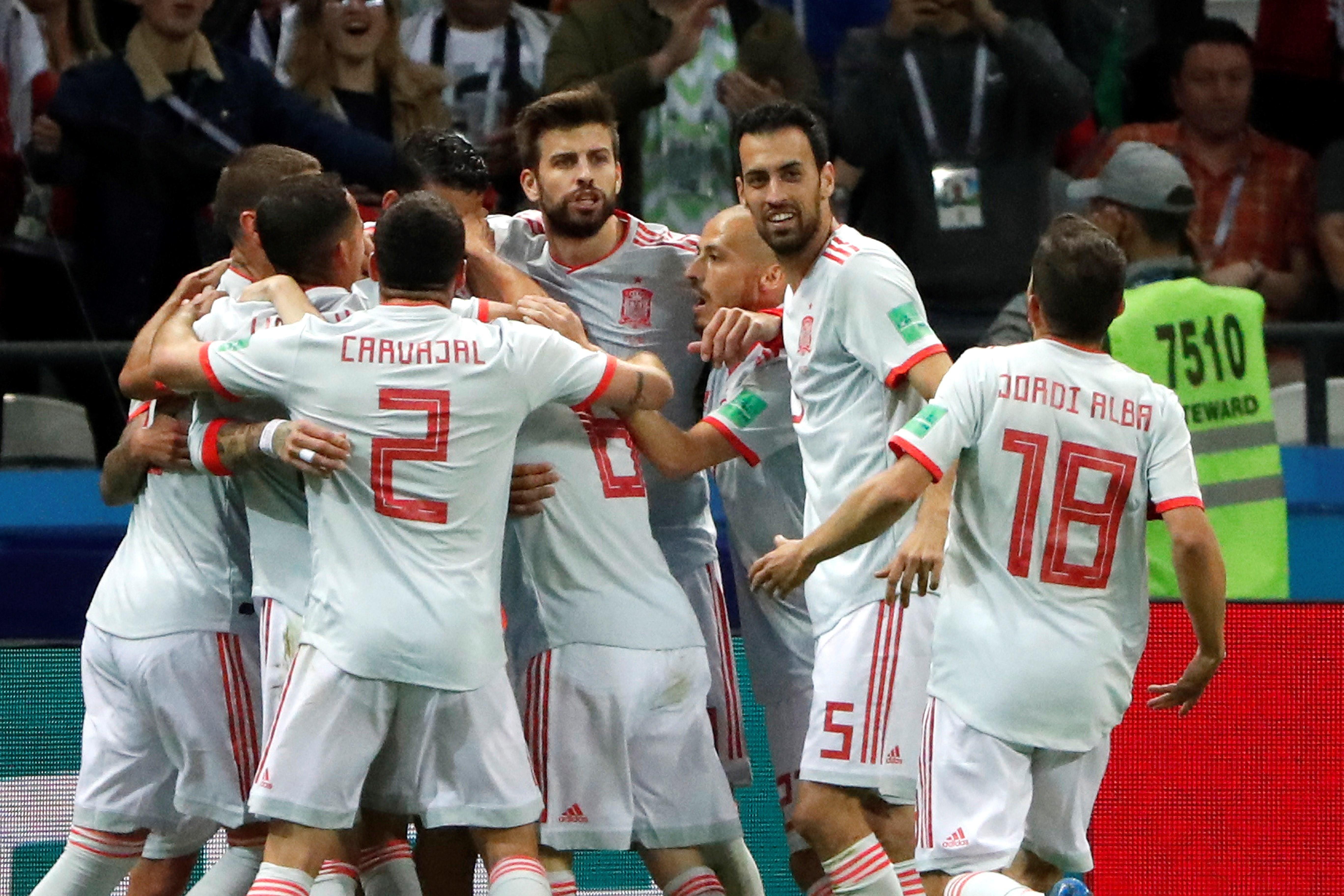 Jugadores de España celebran el gol de Diego Costa. Foto: EFE