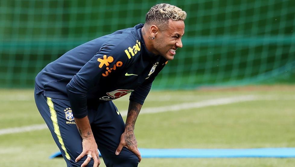 Neymar se retiró del entrenamiento. Foto: Mundo Deportivo