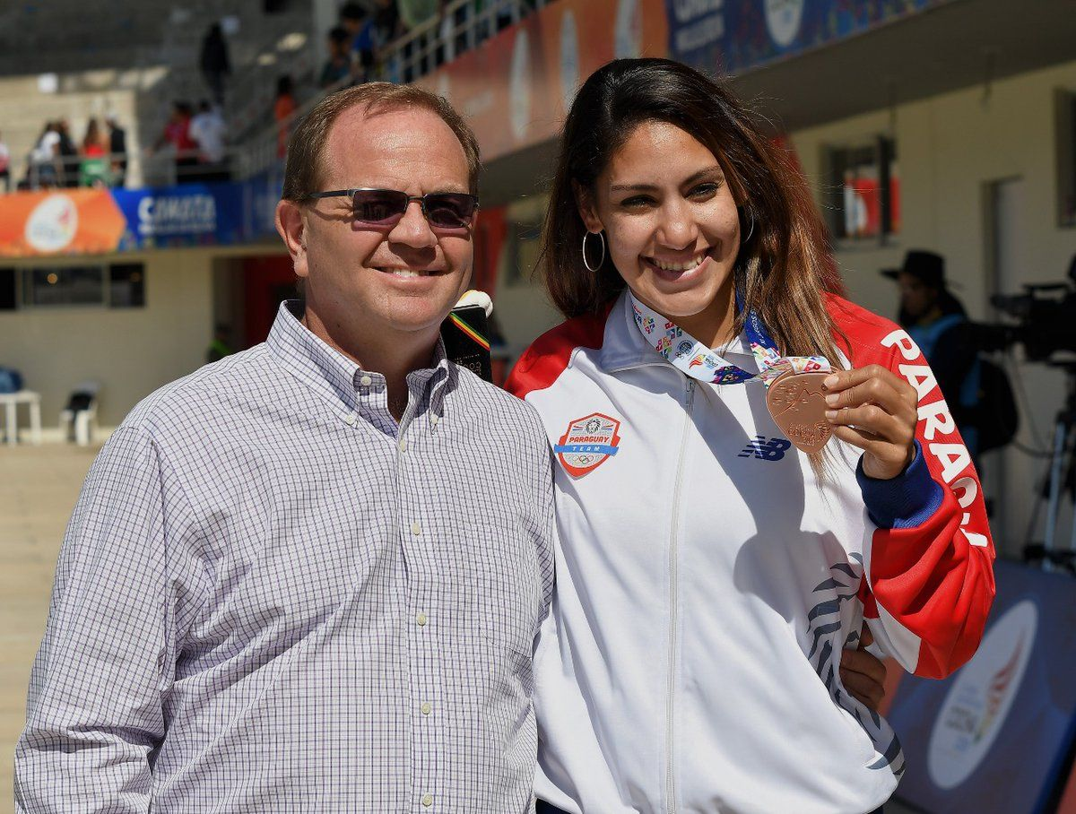 Camilo Perez junto a Camila Pirelli
