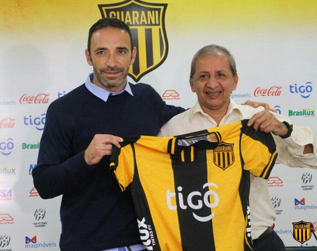 Azconzábal fue presentado en el Legendario. Foto: Prensa Club Guaraní