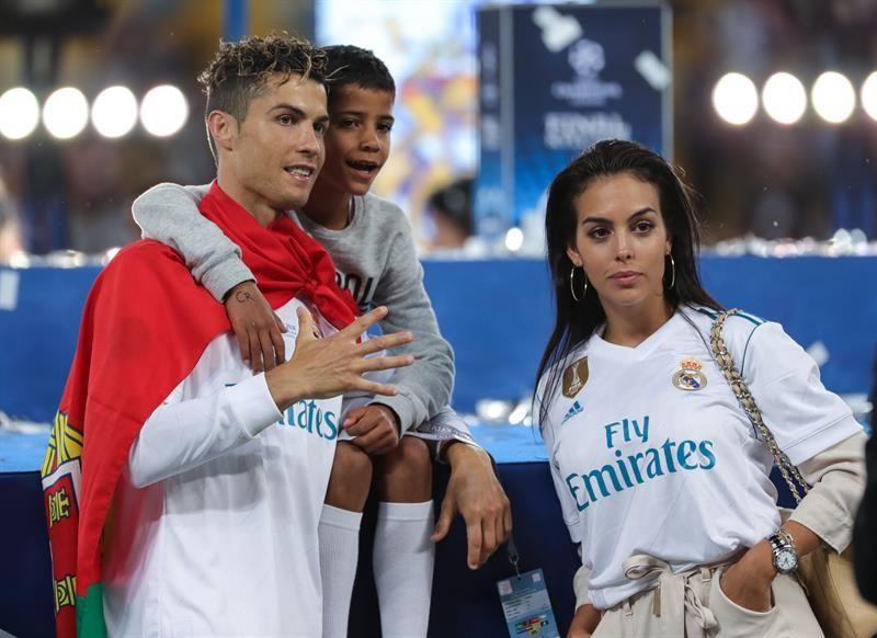El público merengue pidió por Cristiano Ronaldo. Foto: EFE