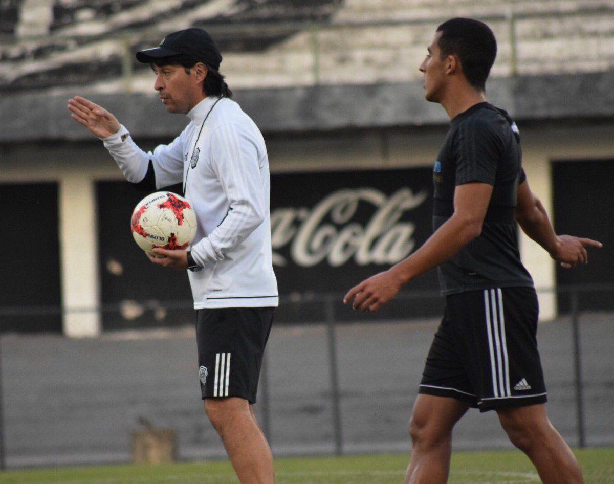 Daniel Óscar Garnero confirmó equipo. Foto: Prensa Club Olimpia