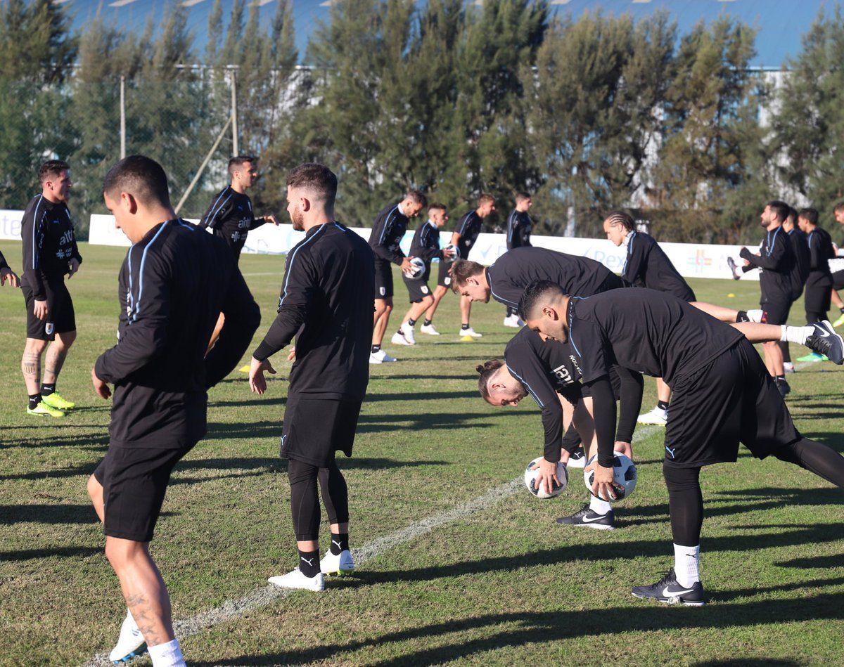La Celeste entrenó con 23 jugadores. Foto: @Uruguay