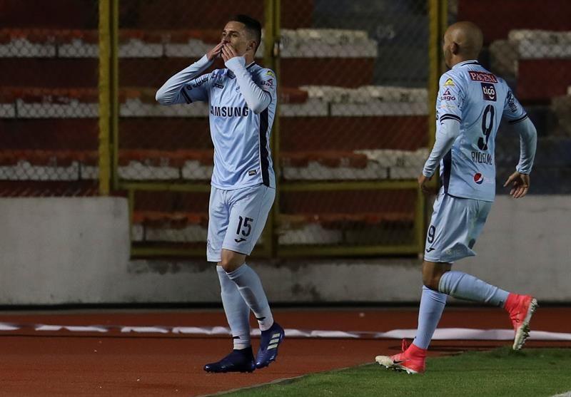 Juan Miguel Callejón (i) de Bolívar festeja su gol ante el Delfin. Foto: EFE