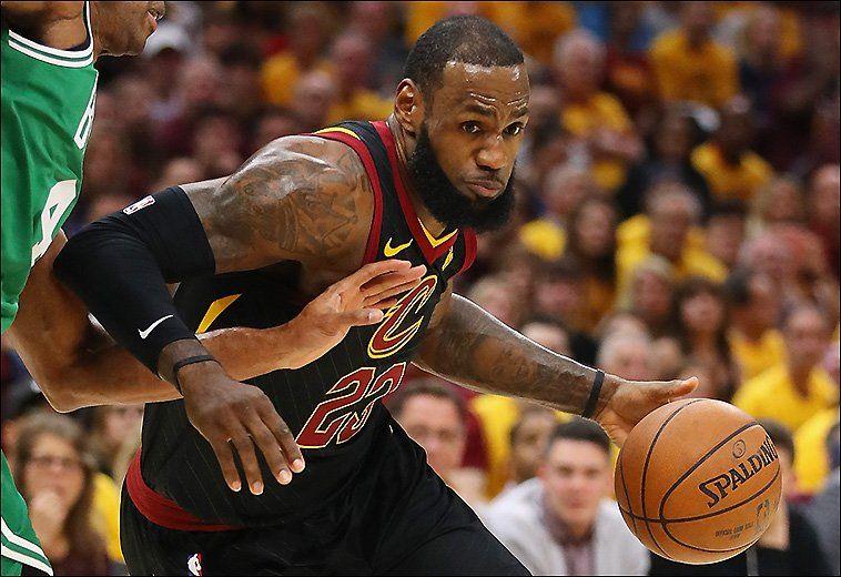El alero estrella LeBron James aportó un doble-doble de 27 puntos y 12 asistencias.