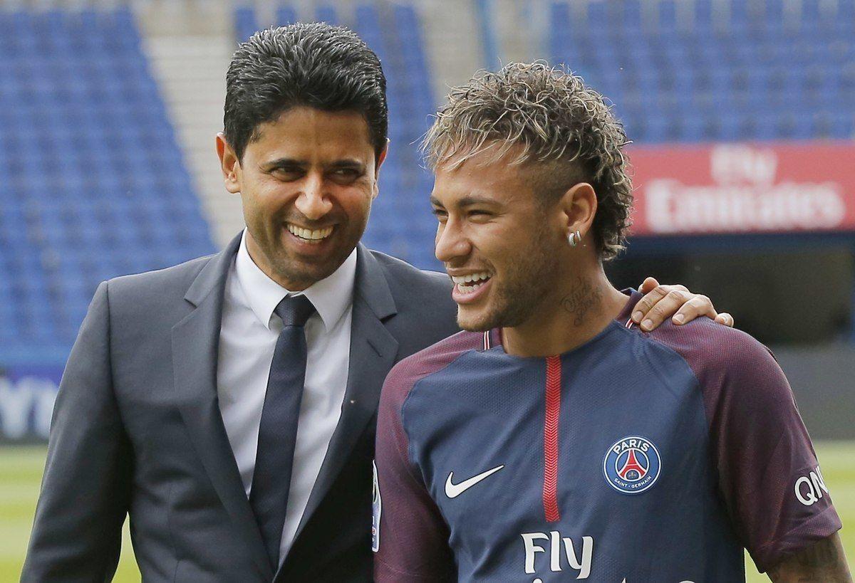 Neymar junto con el presidente del PSG. Foto: EFE