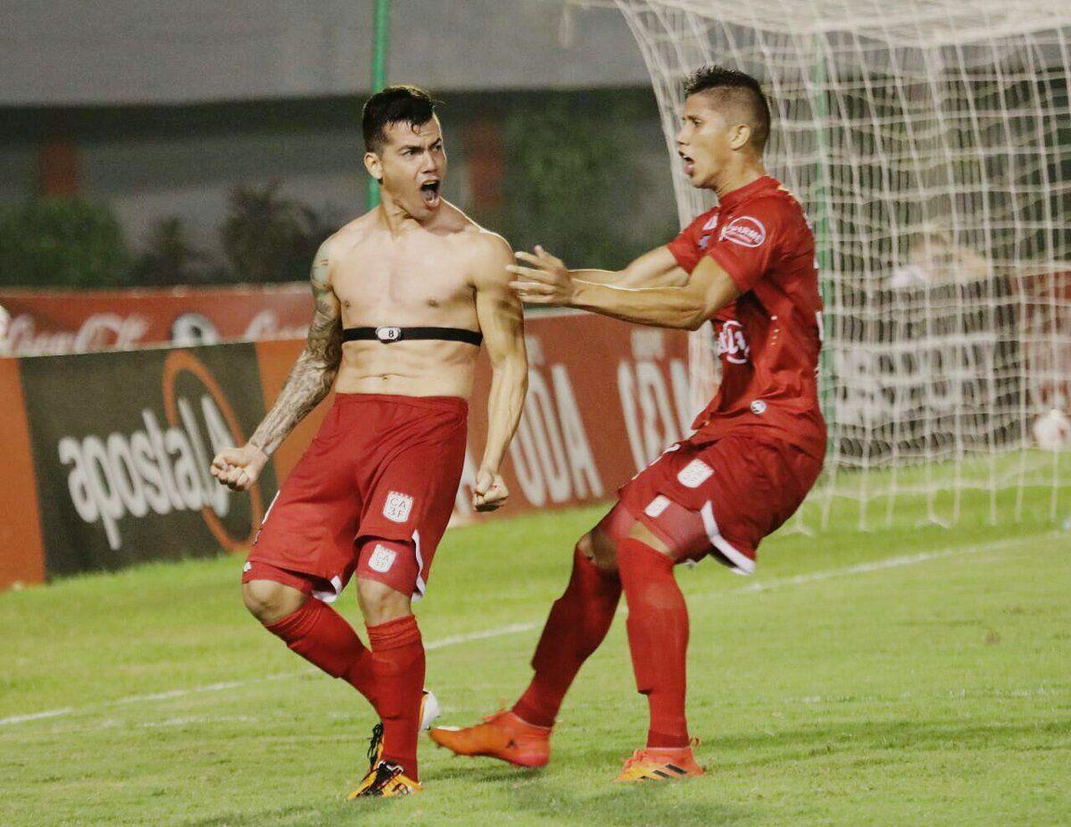 Verdún (i) celebra el gol de la victoria ante Sol. Foto: 3 de Febrero - Prensa