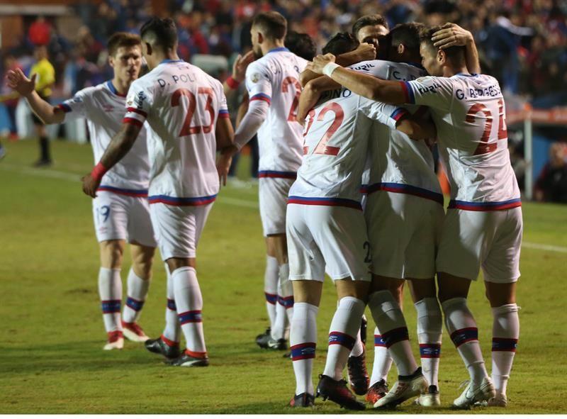 Jugadores de Nacional celebran su anotación anteSantos. Foto: EFE