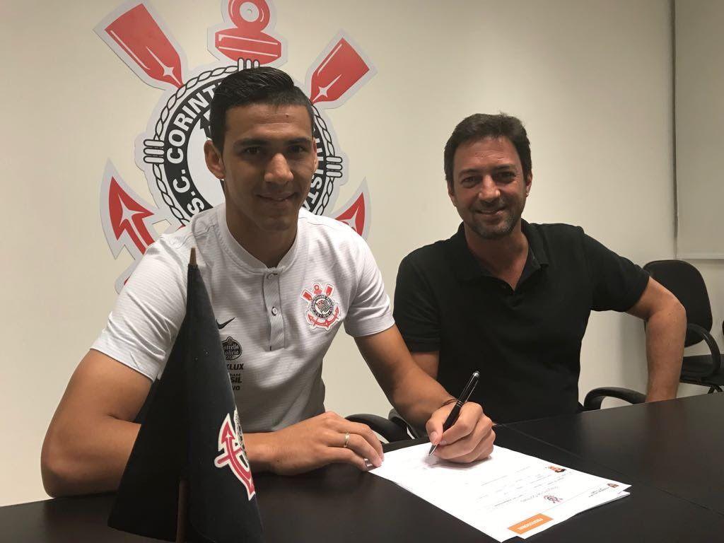 Fabián Balbuena firmó su renovación con el Corinthians. Foto: @Corinthians__es