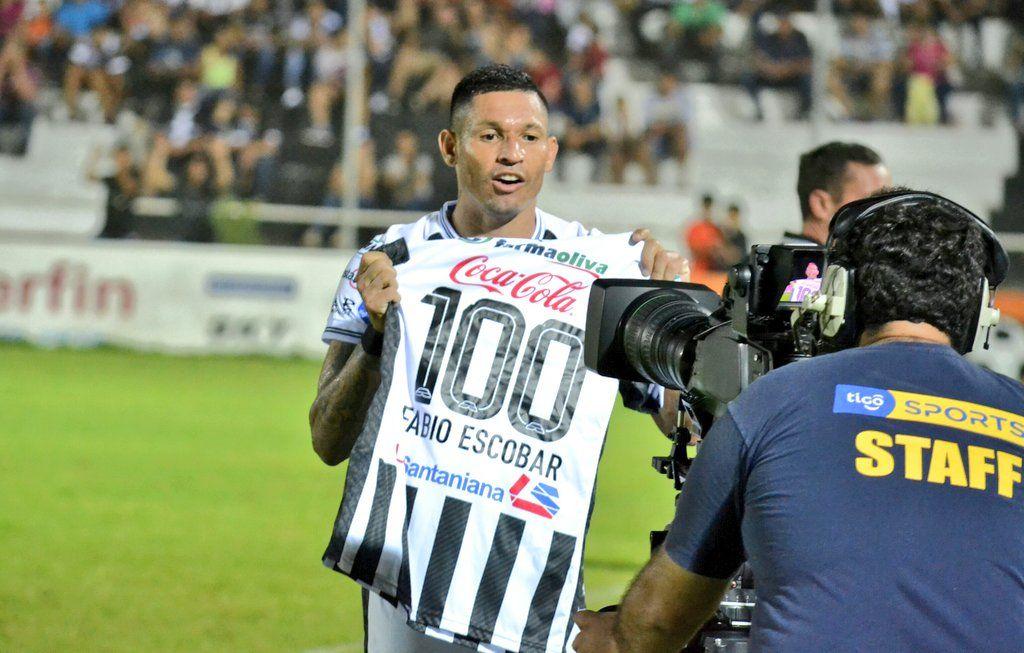 Escobar alcanzó 100 goles en el fútbol paraguayo. Foto: Prensa - Santaní