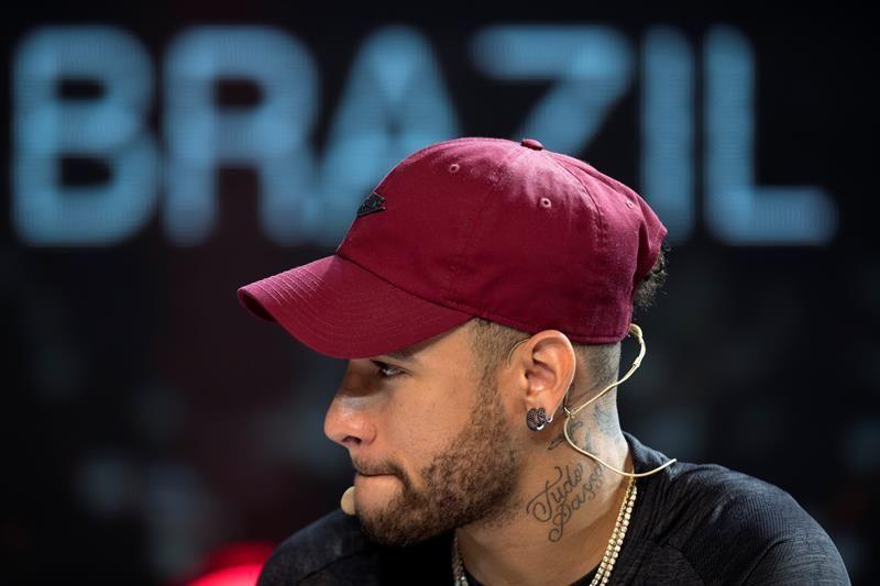 Ronaldinho se refirió a Neymar JR. Foto: EFE