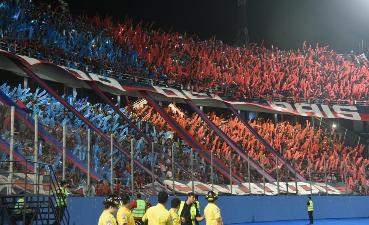 La hinchada azulgrana acompañó como siempre al equipo. Foto: Andrés Catalán/Última Hora