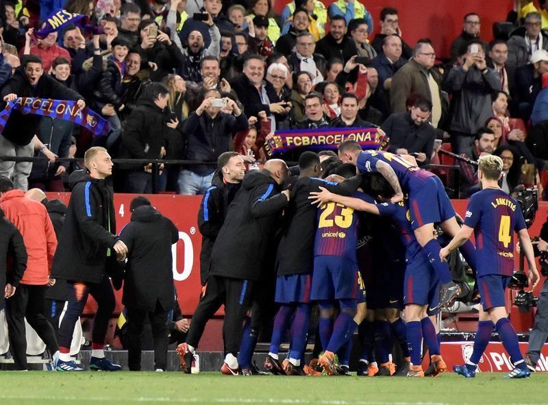 Messi y Suarez salvaron el invicto. Foto: EFE