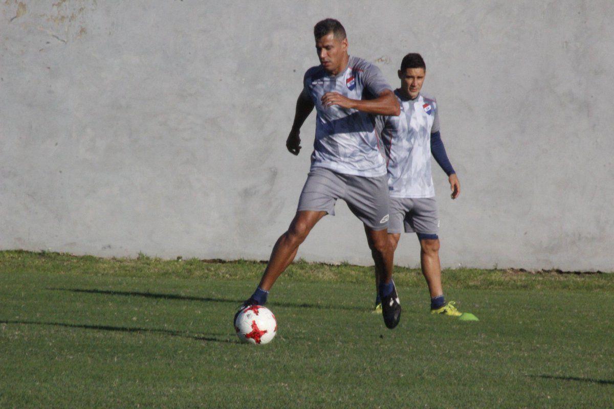 Carlos Bonet no jugará ante Santaní. Foto: Prensa Club Nacional