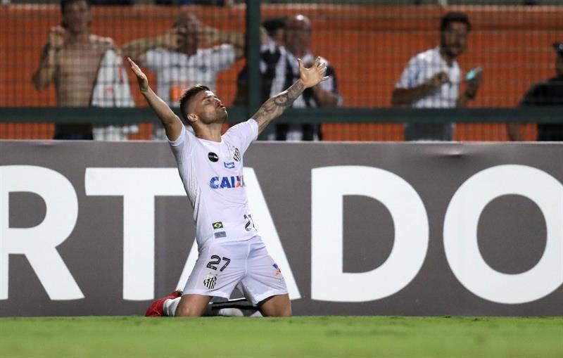 Eduardo Sasha marcó un doblete para el Santos. Foto: EFE