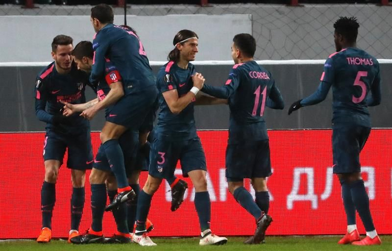 Los jugadores del Atlético de Madrid celebran el gol conseguido ante el Lokomotiv de Moscú. Foto: EFE