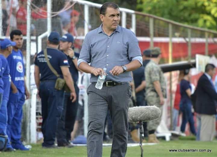 Sarabia dejó de ser el entrenador de Santaní. Foto: @ClubSantani