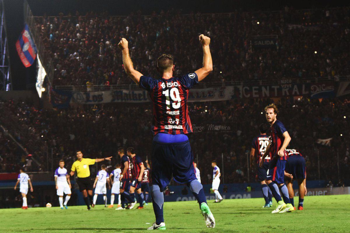 Churín festeja uno de sus goles. Foto: Visual Azulgrana Twitter: @VisualAzulgrana