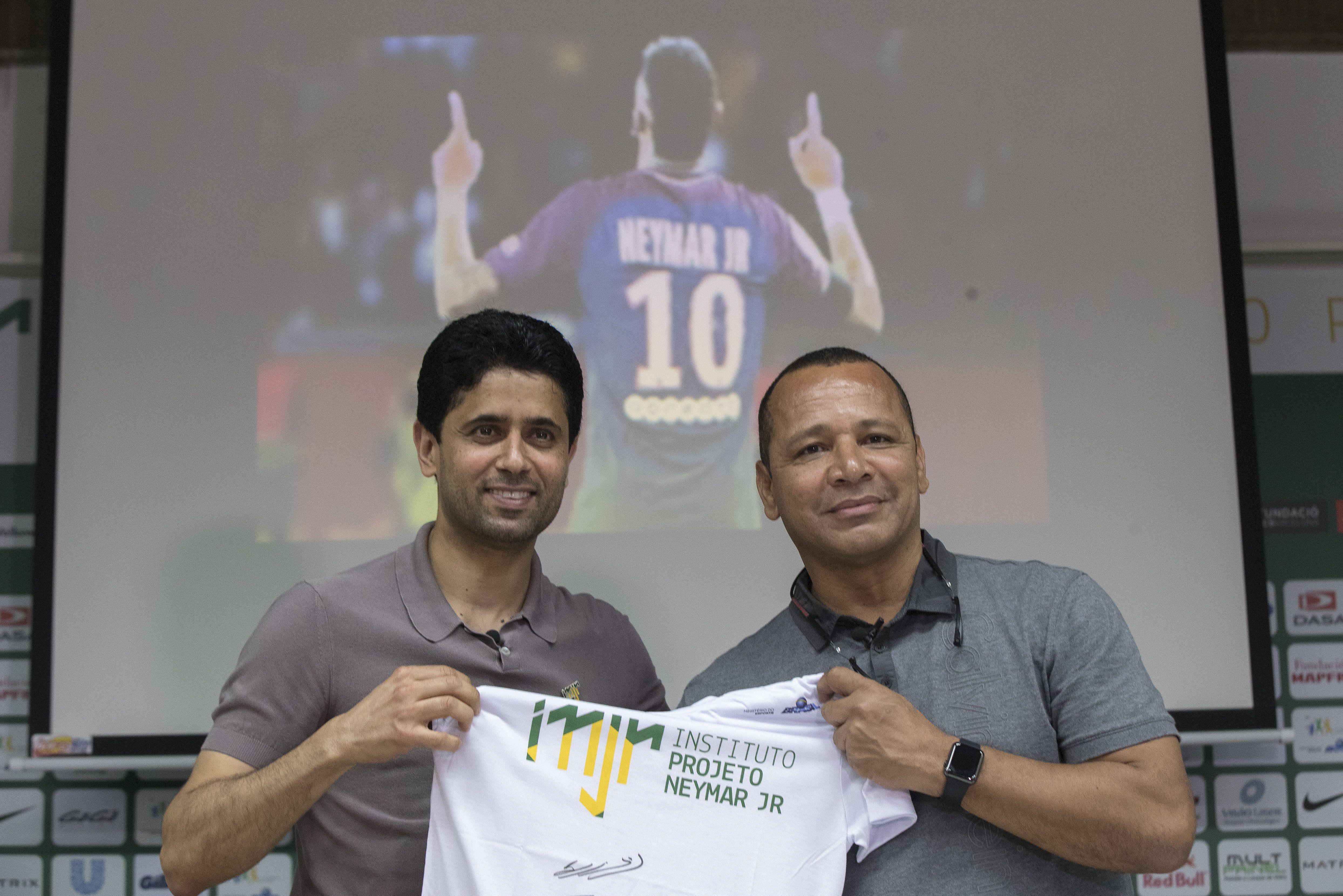 Al Khelaifi y el padre de Neymar. Foto: EFE